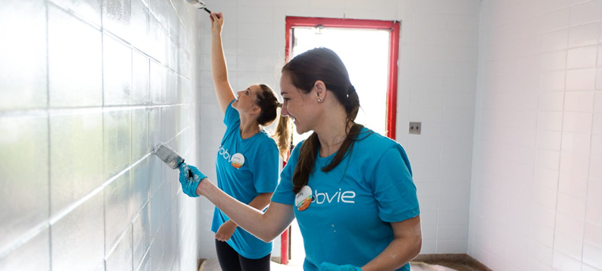 abbvie-girls-painting@2x